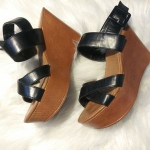 Bamboo tan/black strappy 3.5 in wedge heels sz 5